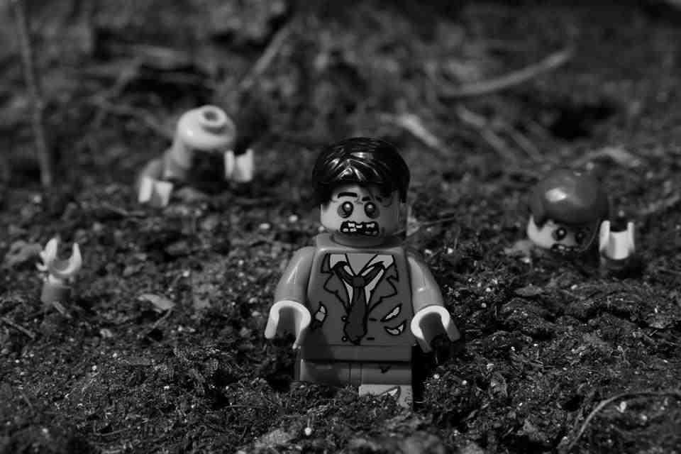 lego-zombie-apocalypse-2