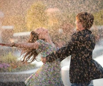 rain-happy-couple