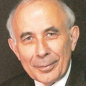 Ο καθηγητής Σεμίρ Ζέκι και το βιβλίο του «Εσωτερική Οραση» που κυκλοφορεί από τις Πανεπιστημιακές Εκδόσεις Κρήτης.