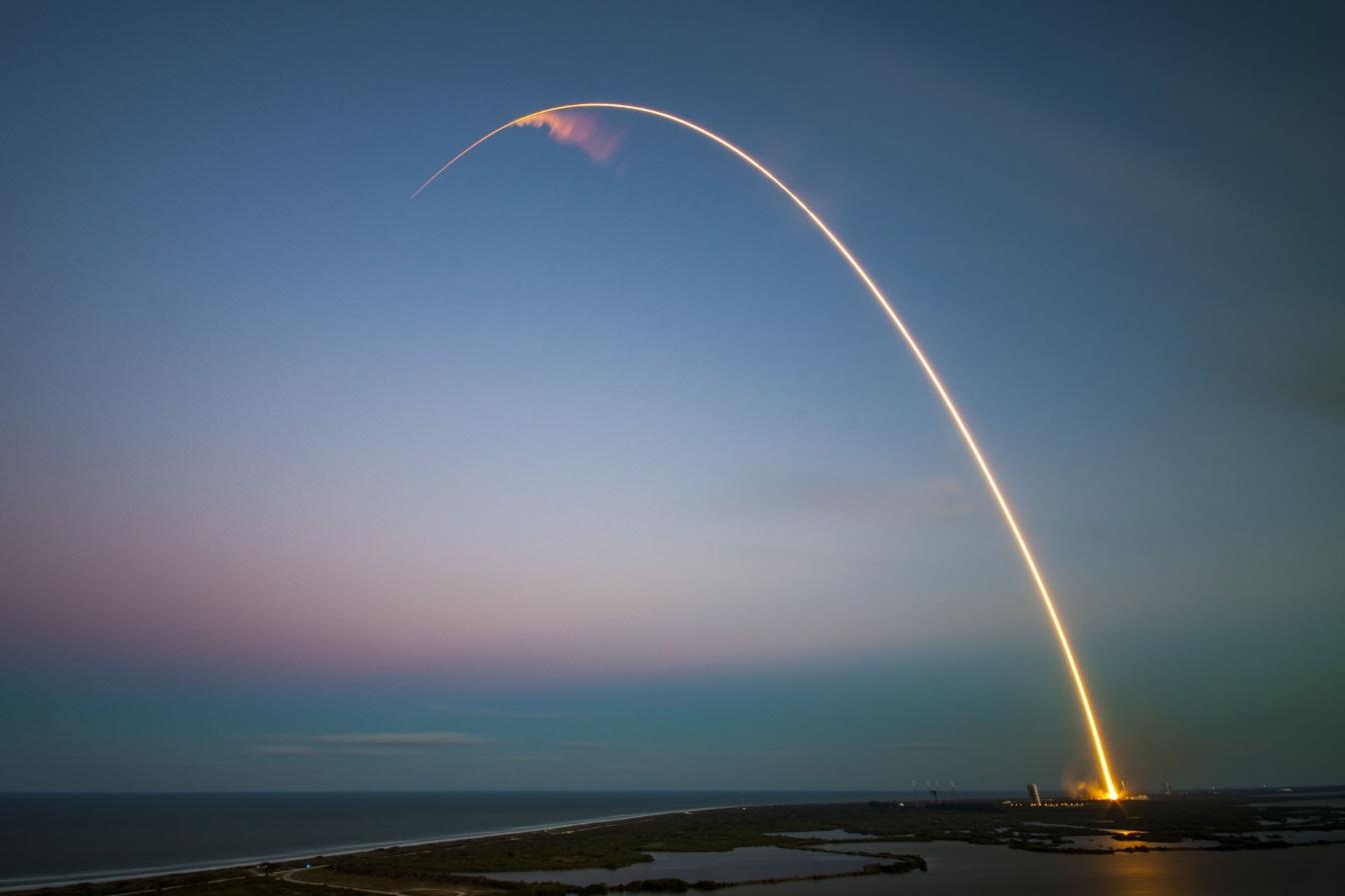 Η επιτυχημένη εκτόξευση του Falcon 9 της SpaceX, ο οποίος μεταφέρει τον τηλεπικοινωνιακό δορυφόρο SES-9. @ NASA