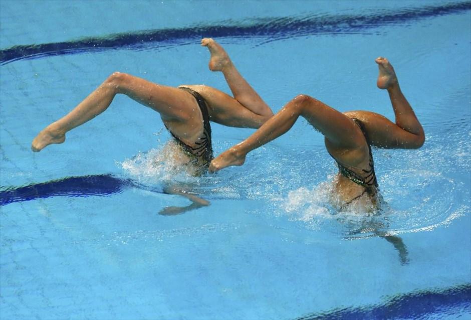 Ευρωπαϊκό Πρωτάθλημα Υγρού Στίβου στο Λονδίνο. Στη φωτογραφία οι αθλήτριες Olivia Federici και Katie Clark από τη Μ. Βρετανία. @REUTERS / STAFF