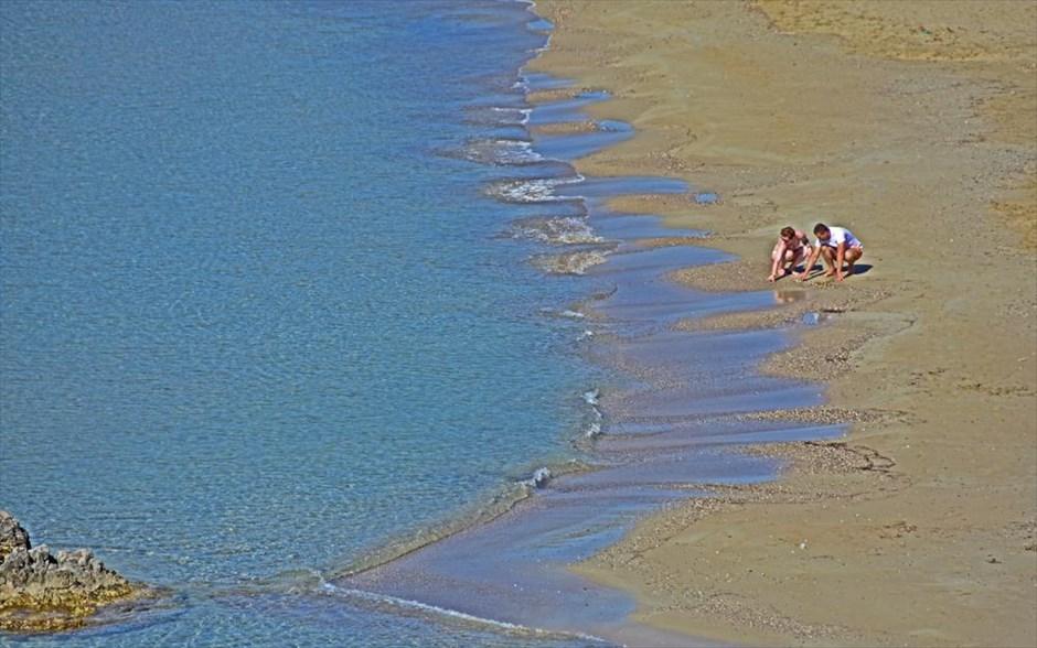 Λουόμενοι στην παραλία του Τολού, στο Ναύπλιο. @ΑΠΕ-ΜΠΕ / ΜΠΟΥΓΙΩΤΗΣ ΕΥΑΓΓΕΛΟΣ