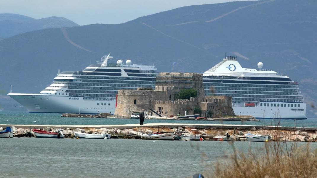Κρουαζιερόπλοιο στο Ναύπλιο. @Βασίλης Παπαδόπουλος