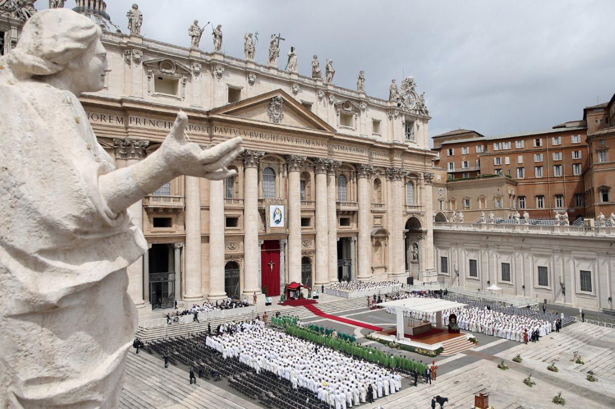 Γενική άποψη της πλατείας του Αγίου Πέτρου κατά τη διάρκεια της λειτουργίας για το Ιωβηλαίο των Διακόνων. @Franco Origlia
