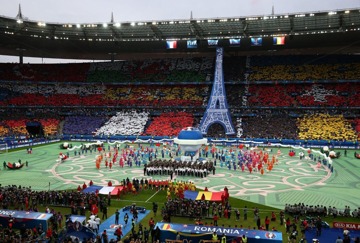 Στιγμιότυπο από την τελετή έναρξης του Euro 2016 λίγο πριν τον πρώτο αγώνα μεταξύ της Γαλλίας και της Ρουμανίας στο Stade de France. @ Paul Gilham