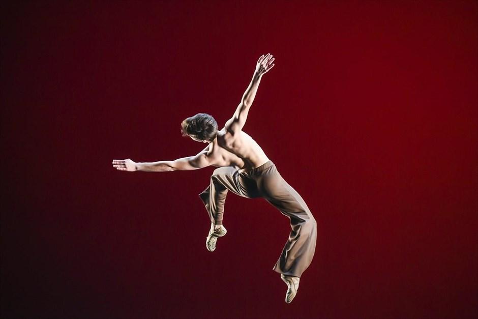 Πορτογάλος χορευτής σε στιγμιότυπο από τον διεθνή διαγωνισμό μπαλέτου που πραγματοποιήθηκε στο Ελσίνκι. @/ MARKKU OJALA