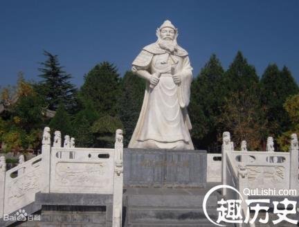 Ο ανδριάντας στον τάφο του, στην πόλη Tianshui της επαρχίας Gansu