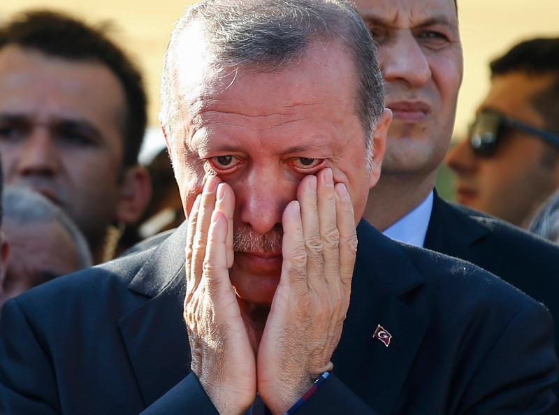 Τουρκία: Το δάκρυ του Ερντογάν στις κηδείες συνεργατών του μετά την απόπειρα πραξικοπήματος -17/7 (AP Photo/Emrah Gurel, File)