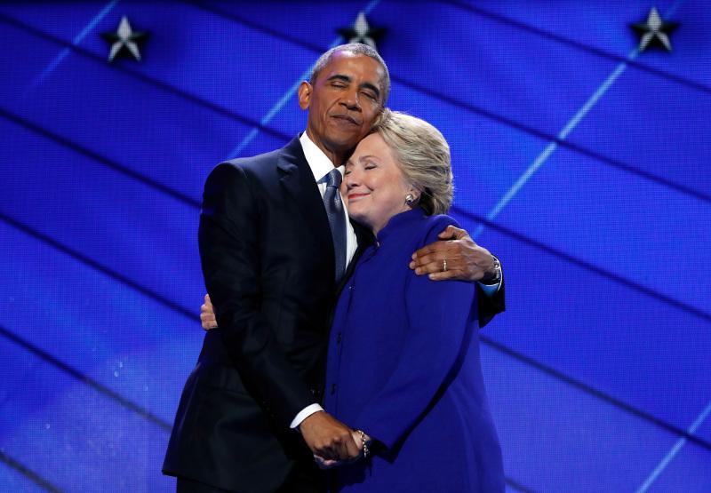 ΗΠΑ: Ο Ομπάμα με την υποψήφια Χίλαρι Κλίντον 27/7 (AP Photo/Carolyn Kaster, File)