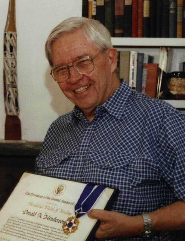 Το 2002 τιμήθηκε με το Προεδρικό Παράσημο της Ελευθερίας, την υψηλότερη διάκριση που μπορούν να λάβουν οι απλοί πολίτες στις ΗΠΑ.