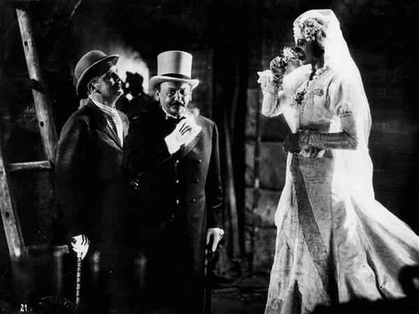 Μπέρτολτ Μπρέχτ – Οι έρωτες κι ο γάμος της Πόλυ Πήτσαμ