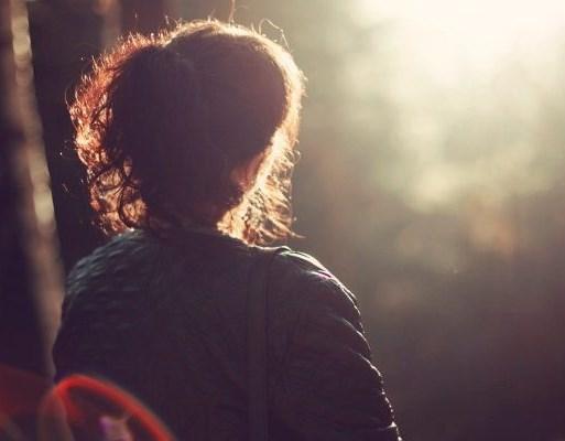 Πώς να αντιμετωπίσετε τις «επιθέσεις σκέψεων» στο μυαλό σας