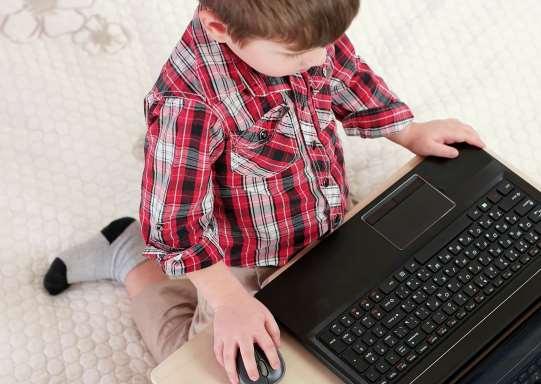 Πόσο ασφαλή είναι τα βιντεάκια που παρακολουθούν τα παιδιά μας στο YouTube;