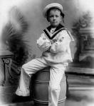 Ο Νίκος Καββαδίας παιδί με ναυτικά