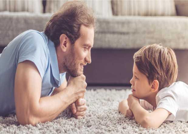 Πως επηρεάζεται το παιδί μας από τις λέξεις που λέμε αλλά και από τον τρόπο που τις λέμε